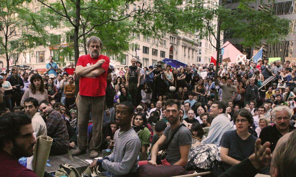 Slavoj Žižek holder tale ved Occupy Wall Street i 2011. Foto: Brennan Cavanaugh (CC BY-NC 2.0)