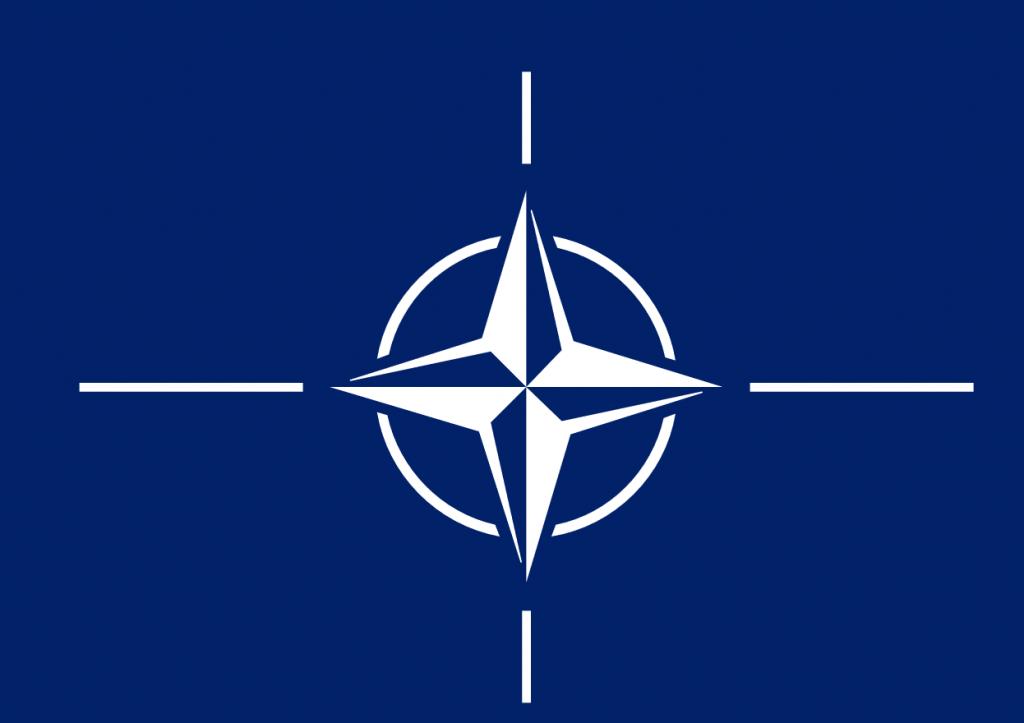 Dette billede har en tom ALT-egenskab (billedbeskrivelse). Filnavnet er NATOFLAG-1024x723.png