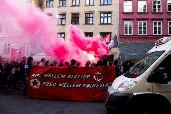 'Krig mellem klasser – fred mellem folkeslag' var budskabet fra Revolutionære Antifascister