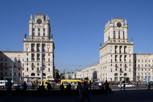 Togstationen i Minsk, der blev genopbygget i 1945-46 i den klassicistiske stil. Fotograf: Hanna Zelenko