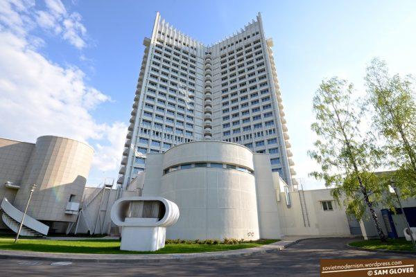 Hotel Belarus i Minsk, Hviderusland. Opført 1987. Arkitekt: Lev Pogorelov